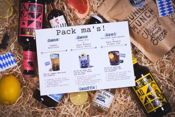 Drei verschiedene, regionale Drinks mit Rezeptkärtchen